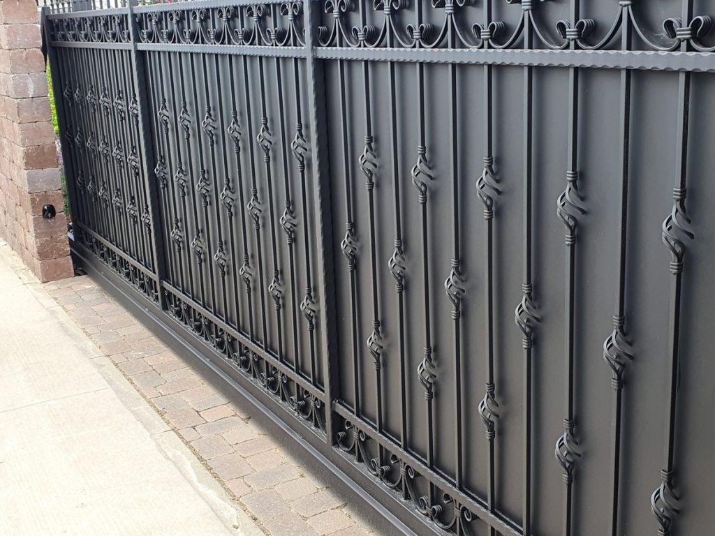 Kovaná brána Senec 2